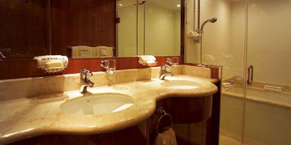 Oceanos-bathroom