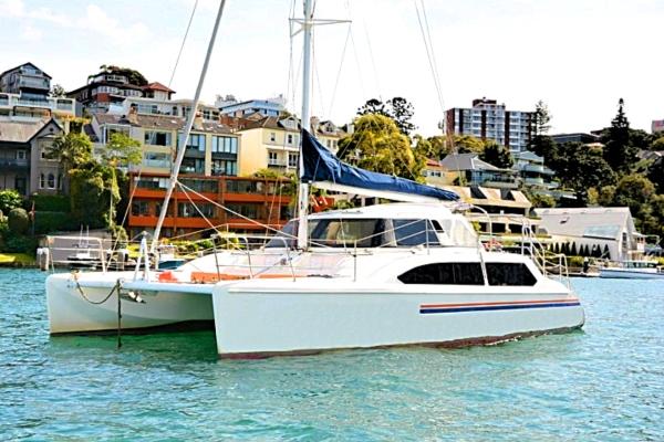 delphinus-boat-hire-in-the-bay2 600x400