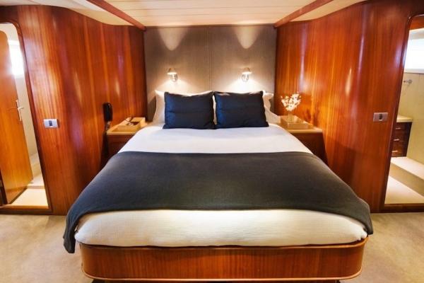 mv-pearl-master-stateroom 600x400