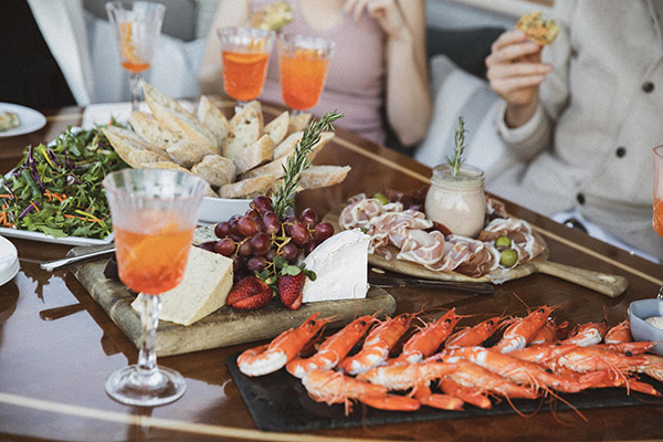 Lifestyle Charters_FELIX_Catering done right
