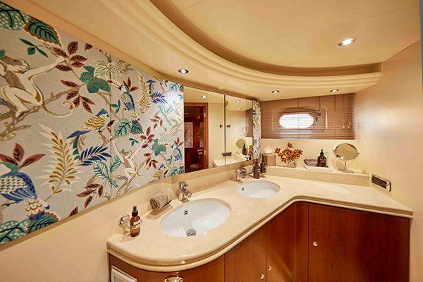 AURORA-master-bathroom